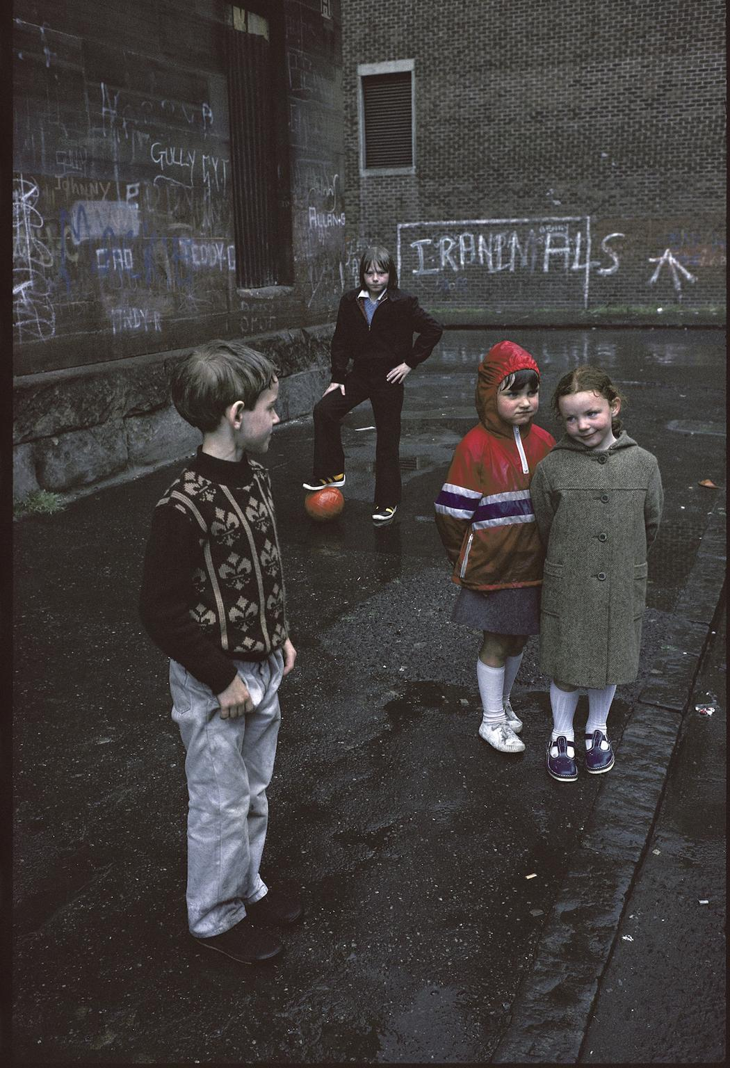photographs-of-glasgows-slums-in-1980-517-1459529346.jpg