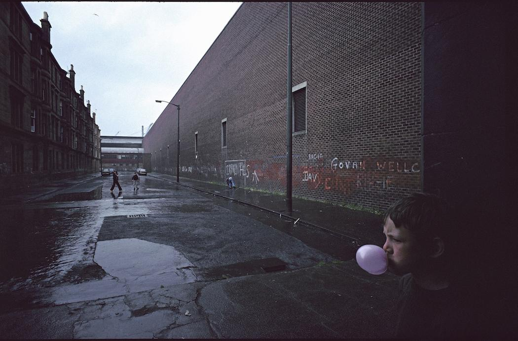 photographs-of-glasgows-slums-in-1980-834-1459529354.jpg