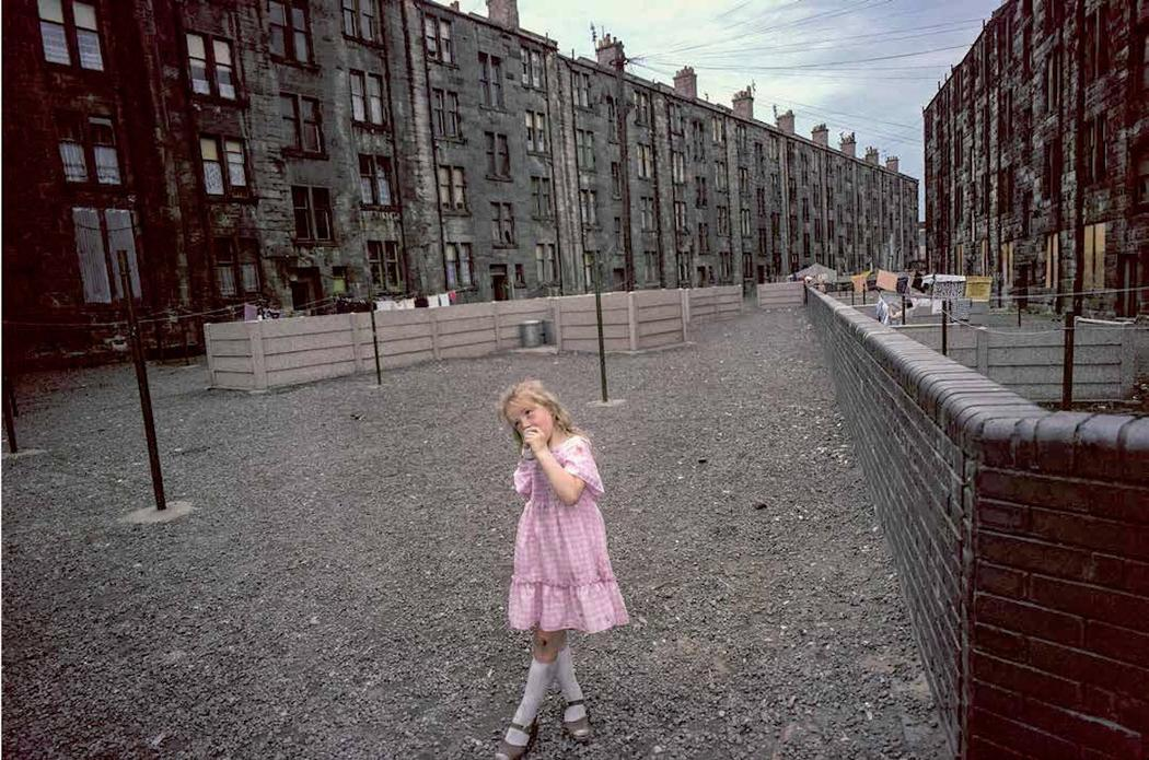 photographs-of-glasgows-slums-in-1980-893-1459529314.jpg